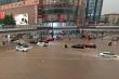 Video: Lũ lụt khủng khiếp cuốn trôi xe, người ở Trung Quốc