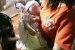 Bé gái 2 tháng tuổi bị bỏ rơi với lời nhắn 'không có khả năng nuôi con'