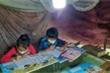 Học trò người Mông lên núi 'hứng' sóng 3G học trực tuyến