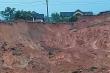 Quảng Ngãi: Sạt lở núi kinh hoàng, mặt đường đứt gãy, dân di dời khẩn cấp