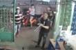 Truy bắt nhóm côn đồ truy sát người đàn ông ngay trước cửa nhà