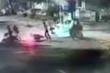 Truy tìm nhóm thanh niên dàn cảnh cướp xe máy của đôi nam nữ trên phố Sài Gòn