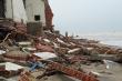 Video: Sóng đánh sập dãy nhà ven biển Hội An