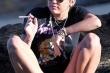Miley Cirus hút thuốc thay bữa sáng?