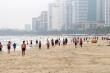 Video: Người Đà Nẵng ùn ùn đổ ra tắm biển ngày đầu hết cách ly