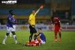 Cầu thủ Hà Nội FC nhận thẻ đỏ, HLV Hoàng Văn Phúc nói trọng tài nặng tay