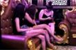 Bất chấp dịch Covid-19, quán karaoke vẫn điều 8 'chân dài' hát với khách