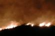 Rừng Hà Tĩnh tiếp tục cháy ngùn ngụt, hàng trăm chiến sĩ thức trắng đêm dập lửa
