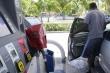 Các trạm nhiên liệu cạn kiệt, dân Mỹ dùng cả túi nhựa trữ xăng