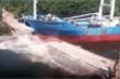 Video: Tàu thủy Trung Quốc đâm gãy đôi cây cầu ở Ecuador