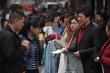 Chuyện lạ đời ở Trung Quốc: Sếp xếp hàng cho nhân viên chọn ở 'chợ người'