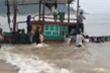 Tàu cá chìm giữa biển, 3 ngư dân Hà Tĩnh may mắn được cứu sống thần kỳ