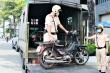 Ảnh: Bị cảnh sát TP.HCM xử phạt, tài xế bỏ cả xe 'thây ma' vi phạm