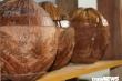 Ảnh: Những tác phẩm độc đáo trên vỏ bình trà làm bằng trái dừa khô