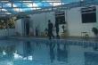 Bé trai 12 tuổi chết đuối dưới hồ bơi chưa được cấp phép