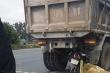 Xe máy tông đuôi xe tải trên Quốc lộ 10, ba người thương vong