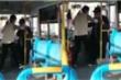 Nhân viên xe buýt không cho ông lão 'bốc mùi' lên xe, dân mạng tranh cãi gay gắt