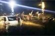 Cận cảnh trục vớt ô tô rơi xuống sông sau va chạm xe máy, 5 người chết