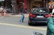 Xác định nguyên nhân nam thanh niên cầm thanh sắt đập xe BMW trên phố