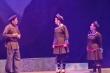 Đông đảo khán giả đến thưởng thức đêm công diễn thứ 2 của vở cải lương 'Chuyện tình Khau Vai'