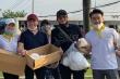 Nhật Kim Anh cùng MC Đại Nghĩa phát khẩu trang miễn phí để chống dịch Covid-19