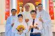 Danh ca Hương Lan rạng rỡ bên chồng trong lễ cưới ở nhà thờ