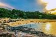 Vẻ hoang sơ hiếm có ở ngôi làng cổ ngàn năm tuổi nằm sát biển Quảng Ngãi