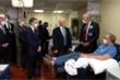 Không đeo khẩu trang khi thăm bệnh viện, Phó Tổng thống Mỹ nhận lỗi