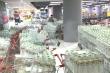 Video: Bị cắt nước vô thời hạn, người Hà Nội đổ xô ra siêu thị mua nước đóng chai