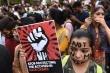 Phẫn nộ quan chức, cảnh sát Ấn Độ hiếp dâm và giết hại bé gái 8 tuổi