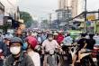 Hàng nghìn người chôn chân trên phố Sài Gòn sau mưa lớn