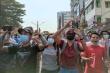 Người biểu tình tràn xuống đường, quân đội Myanmar ngắt internet cả nước