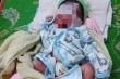 Bé gái sơ sinh bị bỏ rơi trong rẫy