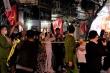 Video: Khoảnh khắc vỡ òa của người dân phố Trúc Bạch khi được gỡ bỏ lệnh cách ly