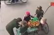 Clip người bán hàng rong bị tịch thu từng quả cam: Lãnh đạo phường trần tình