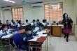 Dân mạng xót xa cảnh thầy cô ngộp thở đeo khẩu trang dạy học