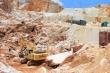Tan hoang hiện trường khai thác trái phép đá trắng ở Nghệ An