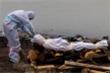 Ấn Độ hỗ trợ tiền để dân không thả thi thể người mắc COVID-19 trôi sông