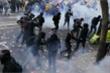 Đụng độ nổ ra ở Paris với hàng chục nghìn người trong ngày Quốc tế Lao động