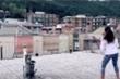 Video: Italy phong tỏa ngừa COVID-19, dân đánh tennis giữa hai tòa nhà