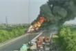 Xe bồn bốc cháy ngùn ngụt trên cao tốc Hà Nội - Hải Phòng