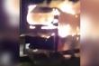 Xe giường nằm bốc cháy dữ dội tại đường vành đai 3 trên cao