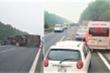 Xe tải 'phơi bụng' giữa đường, cao tốc Pháp Vân - Cầu Giẽ ùn tắc kéo dài