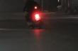 Truy tìm 2 thanh niên đầu trần đi xe máy lạng lách, đánh võng thách thức CSGT