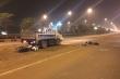 Xe tải 'thải bậy' khắp mặt cầu Nhật Tân, hơn chục xe máy gặp nạn