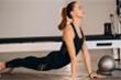 9 bài tập thể dục đơn giản tại nhà cho những ngày cách ly toàn xã hội