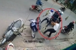 Clip: Trộm xe máy xịt hơi cay vào người dân khi bị phát giác giữa đường