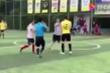 Hỗn chiến bóng đá phủi Trung Quốc: Cầu thủ bỏ bóng lao vào đánh nhau