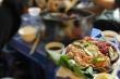 Xem đồ nướng thơm phức 'siêu rẻ' ở các quán vỉa hè còn ai dám ăn nữa không?