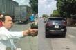 Bắt khẩn cấp giám đốc rút súng dọa bắn vỡ sọ người đi đường